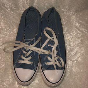 Converse low top tennis shoes size 9.5